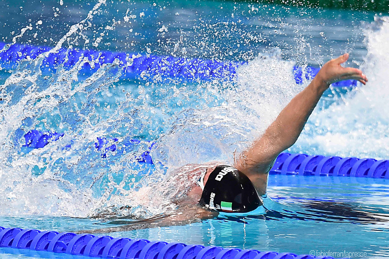 How to improve backstroke: photo of a swimmer doing the backstroke